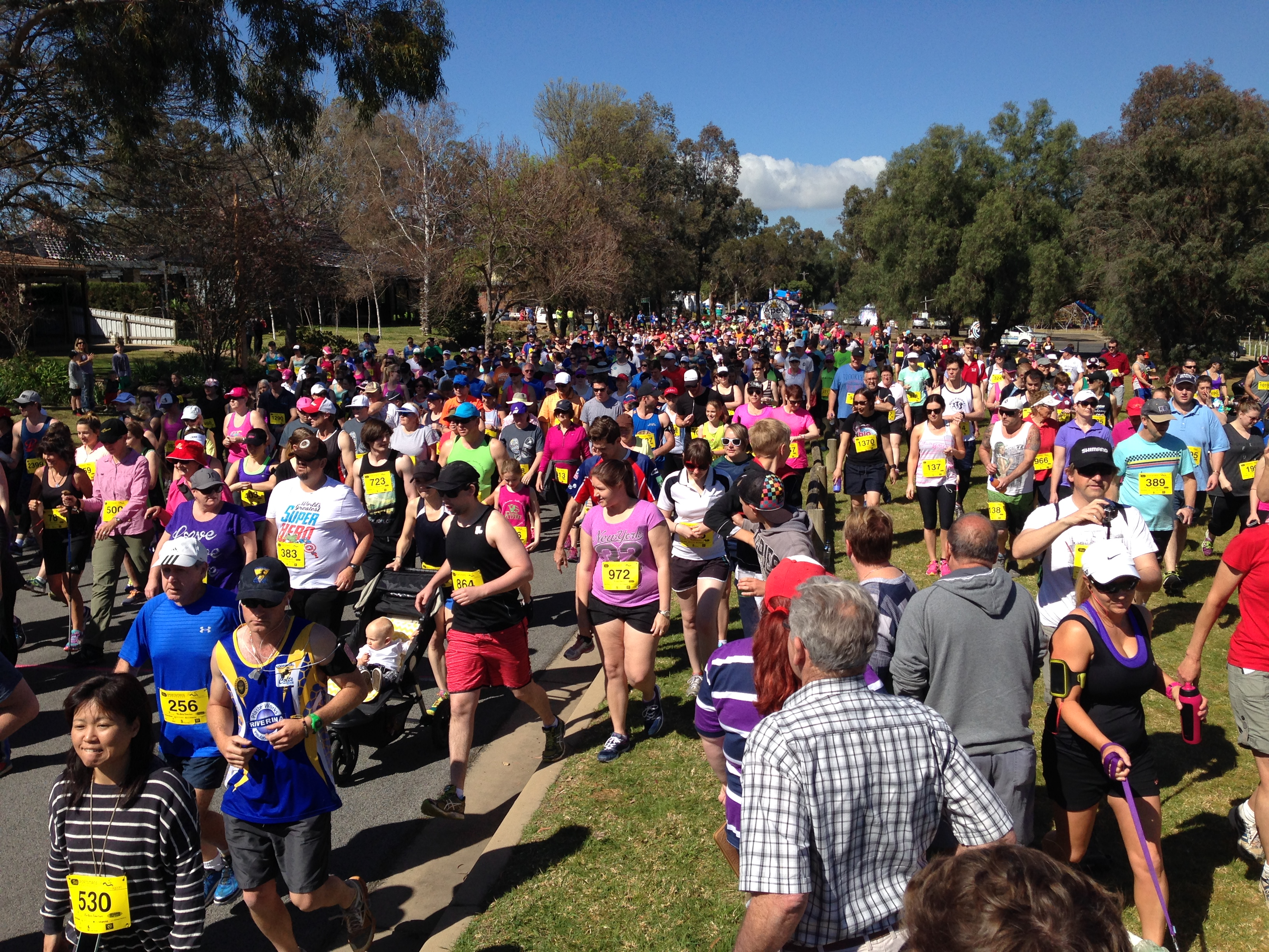 Lake to Lagoon - runners and walkers get underway